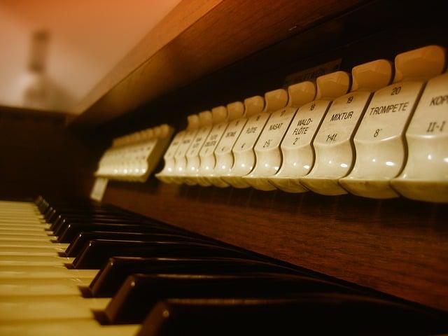 Auteursrecht, kerkmuziek en online kerkdiensten: wat mag wel en wat mag niet?